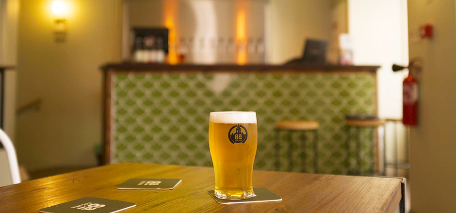 Inspired by that ambiance and, specially, by the people that live here, 8ª Colina associates each beer to particular human characteristics