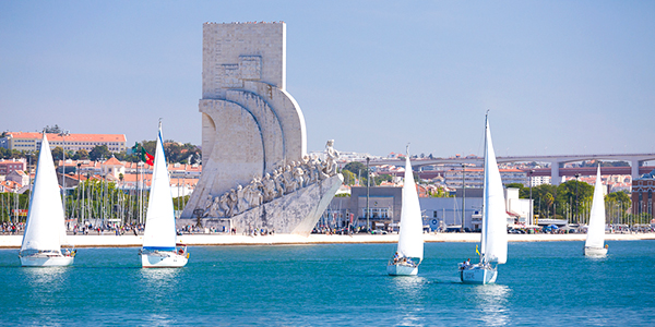 A sunset sailing tour it's a great idea to do it at the end of your stay in Lisbon, when you already know the main sights of the city.